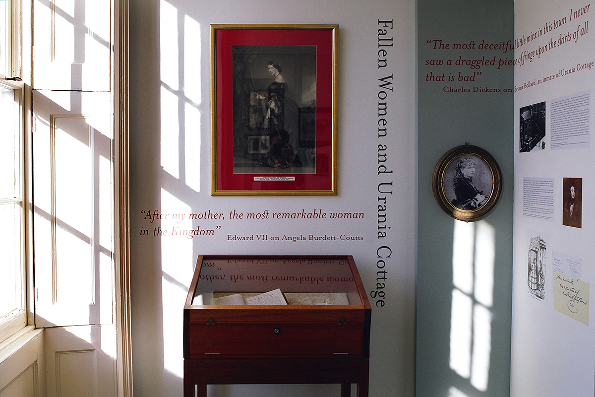 dickens writing desk image